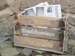 Gamlebyavisens loslitte salgskasse holder stand.